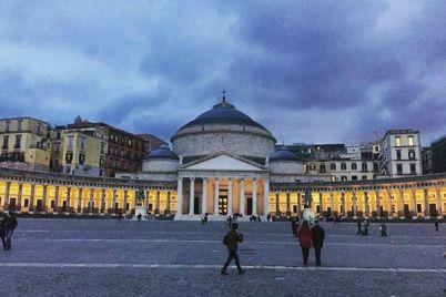 Maschio-Angioino-e-Piazza-Plebiscito-si-illuminano-di-Giallo.jpg
