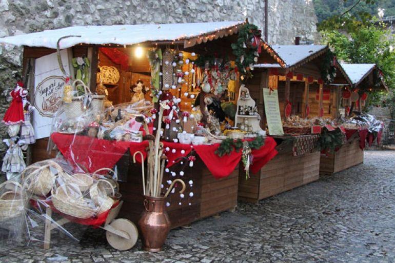Mercatini-di-Natale-2015-nel-Castello-medioevale-di-Limatola.jpg