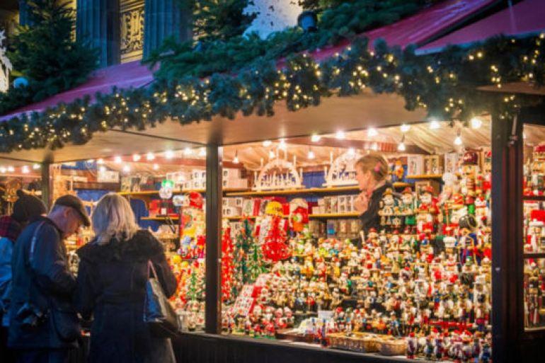 Mercatini Di Natale Napoli.Mercatini E Villaggio Di Natale A Piazza Municipio A Napoli