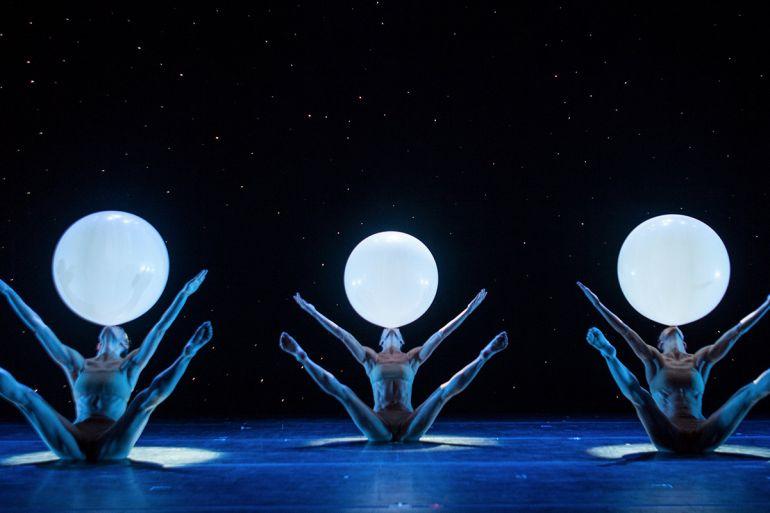 Momix-teatro-bellini-2018-2019.jpg