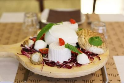 Muu-Muuzzarella-Lounge-Ristorante-a-Napoli-dedicato-solo-alla-Mozzarella.jpg