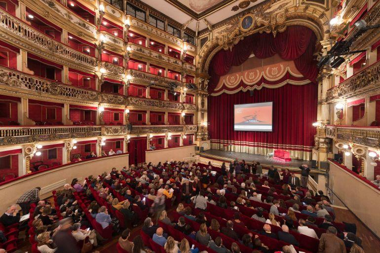 Napoli-come-un-Romanzo-lezioni-di-storia-al-Teatro-Bellini.jpg
