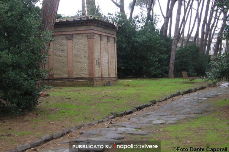 Risultati immagini per Napoli da vivere strada romana
