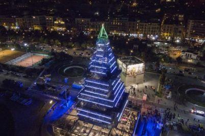 Natale-da-Record-a-Napoli-100.000-visitatori-per-NAlbero-e-Stampante-di-Cioccolato.jpg