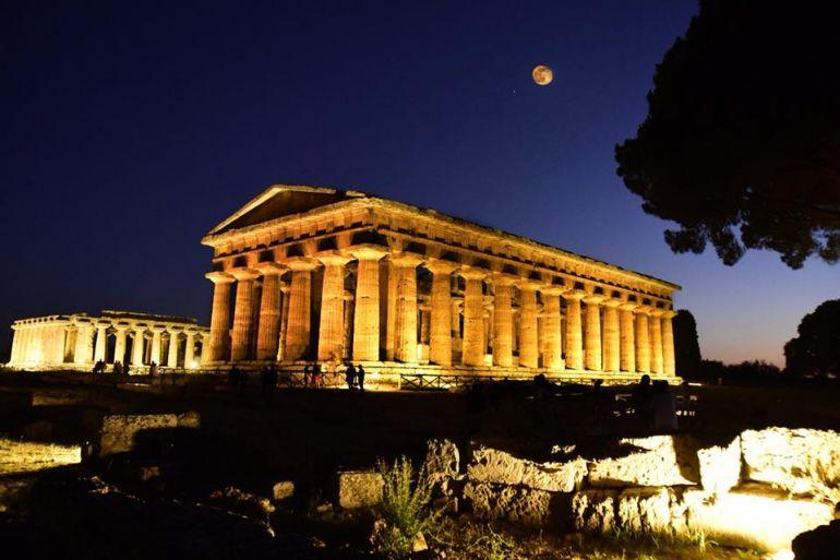 Paestum-di-Notte.jpg