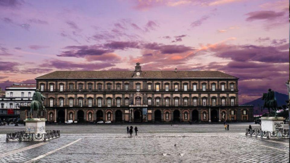 Palazzo-Reale-di-Napoli-Conclusa-la-ristrutturazione-della-Facciata-Principale.jpg