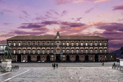 Palazzo-Reale-di-Napoli-Conclusa-la-ristrutturazione-della-Facciata-Principale-e1547758803121.jpg