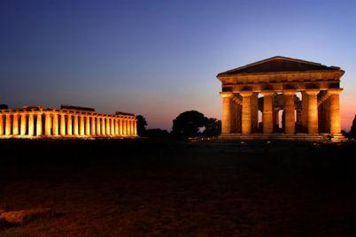 Parco-Archeologico-di-Paestum-aperto-di-Notte.jpg