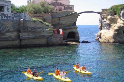 Pasquetta-2016-a-Napoli-in-Kayak-sul-mare-di-Posillipo.jpg