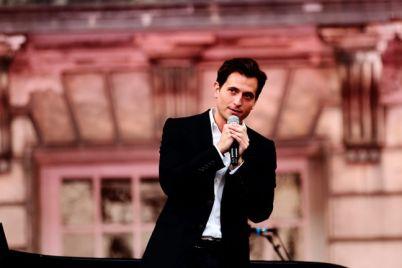Peter-Cincotti-in-concerto-allHart-di-Napoli-il-grande-jazz-nel-cinema-con-i-divani.jpg