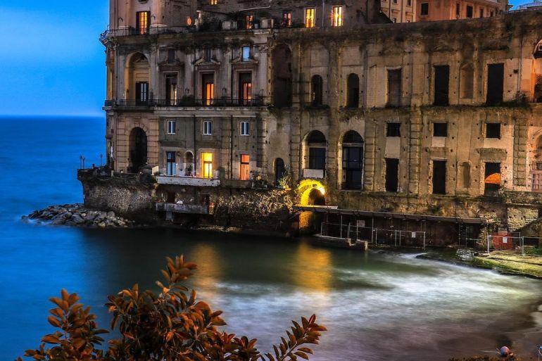 Pino-Daniele-Opera-Concerto-sotto-le-stelle-al-Bagno-Elena-a-Napoli-.jpg