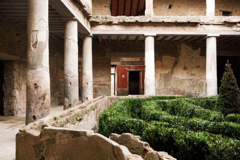 Pompei-casa-degli-amanti.jpg