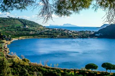 Riapre-la-Passeggiata-attorno-al-Lago-dAverno-si-potrà-fare-il-giro-lungo-il-lago.png