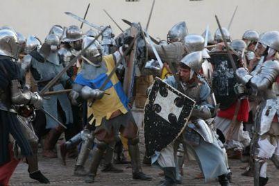 Rievocazione-Storica-dell'assalto-al-Castello-Baronale-di-Acerra-con-250-figuranti.jpg