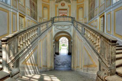Scalone-Villa-Campolieto.jpg