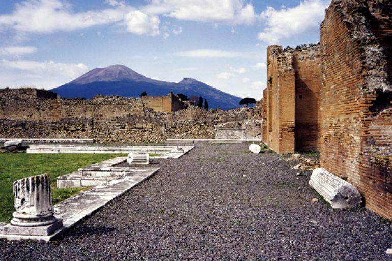 Scavi-di-Pompei-riportati-alla-luce-2-sepolcri.jpg