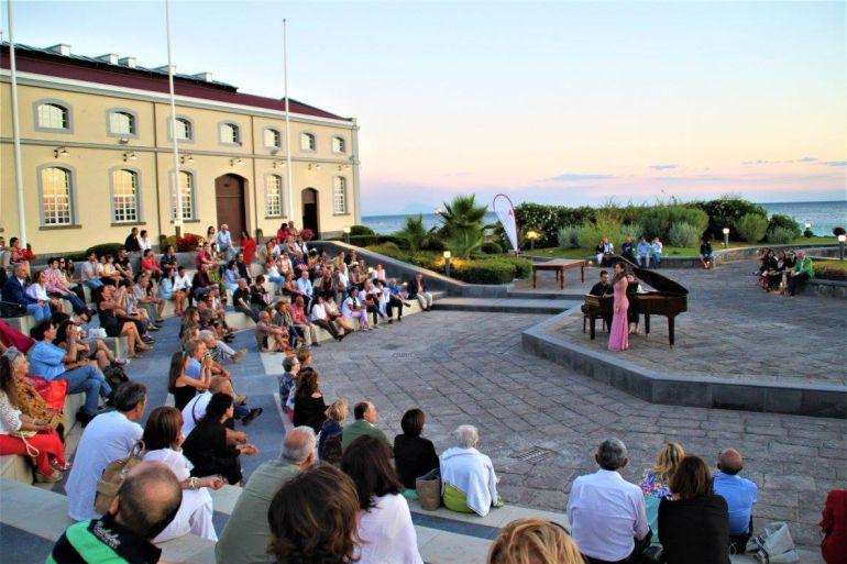 Sinfonie-sul-Mare-con-degustazione-di-Vino-al-Museo-di-Pietrarsa.jpg