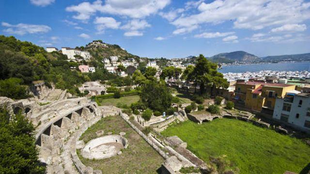 Spettacoli-classici-e-visite-alle-Terme-di-Baia-con-bus-da-Napoli.jpg