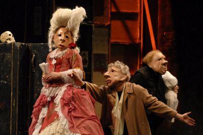 Teatro-Delusio-la-Familie-Flöz.jpg