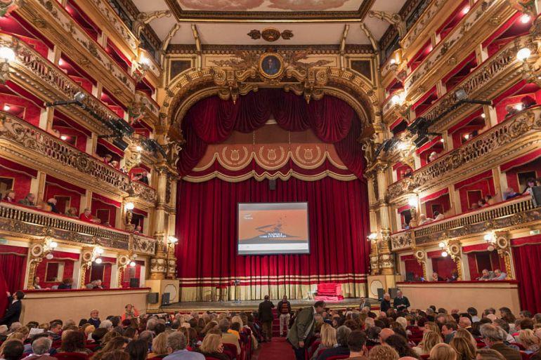 Teatro-bellini-Napol-storiai.jpg