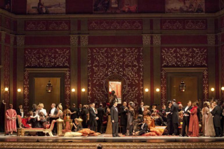 Traviata-per-la-regia-di-Ferzan-Ozpetek-al-Teatro-di-San-Carlo-.jpg