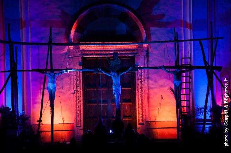 Via-Crucis-a-Ravello-in-costume-per-le-stradine-del-Borgo-con-300-figuranti.jpg