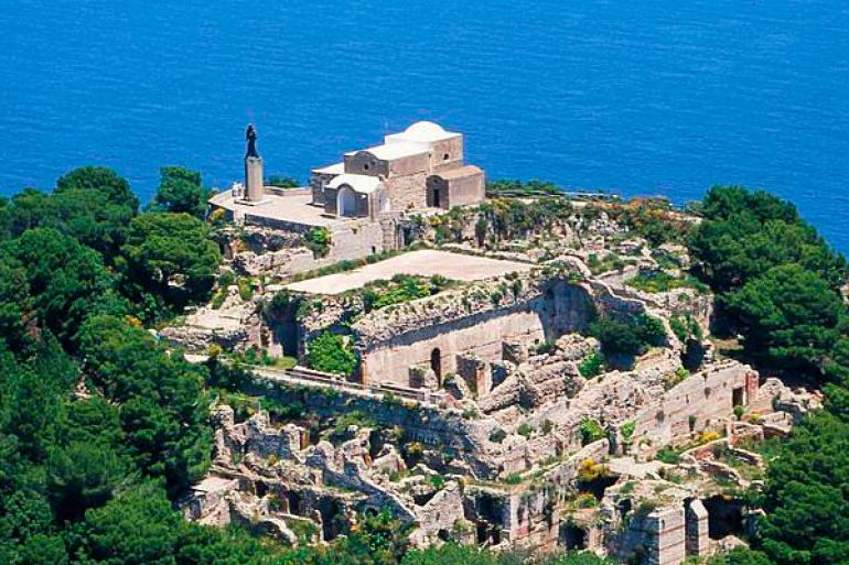 Villa-Jovis-a-Capri.jpg