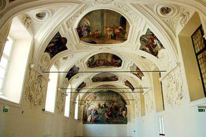 Visita-teatralizzata-nel-Chiostro-di-San-Domenico-Maggiore.jpg