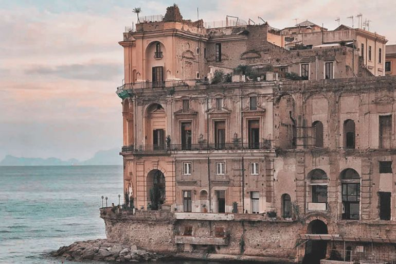 Visite-Gratuite-Teatro-di-Palazzo-Donn'Anna-a-Napoli.jpg