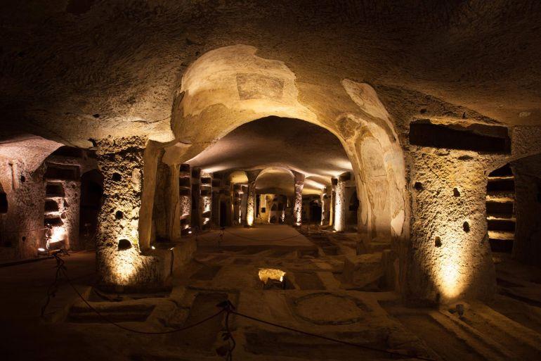 Visite-Serali-e-Aperitivo-alle-Catacombe-di-San-Gennaro-a-Napoli.jpg