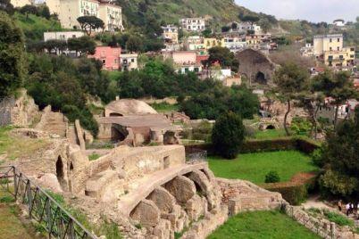 Visite-agli-scavi-di-Cuma-in-treno-da-Napoli-a-6-euro.jpg