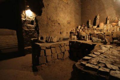 Visite-guidate-nel-Sottosuolo-di-Napoli-con-O'Munaciello.jpg