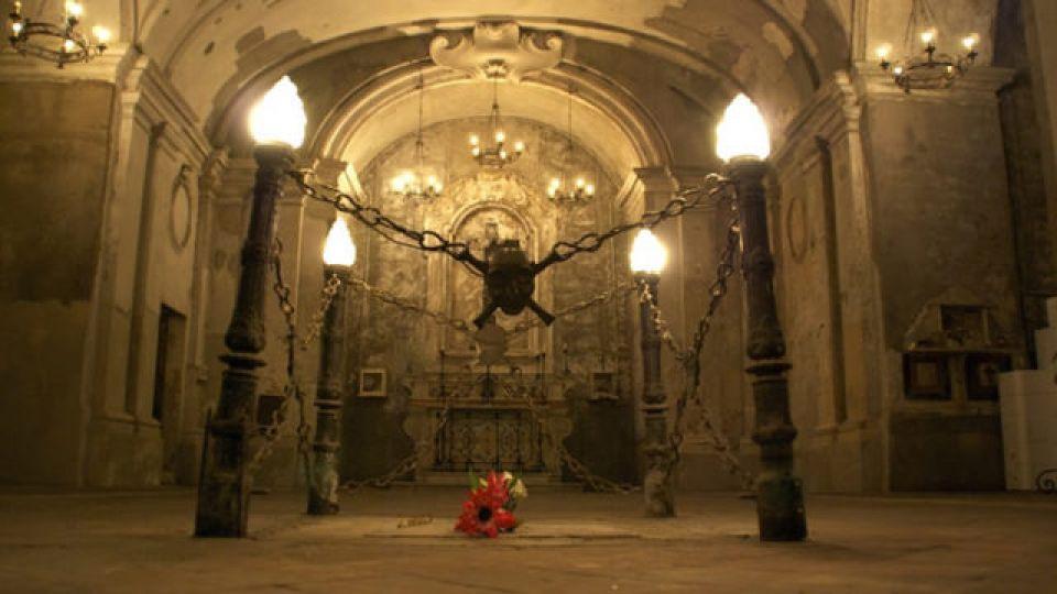 Visite-notturne-alla-Chiesa-delle-Anime-del-Purgatorio-ad-Arco-a-Napoli.jpg