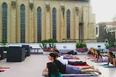 Yoga-in-terrazza-a-Santa-Chiara-a-Napoli.jpg