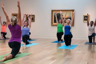 Yoga-nei-musei-di-San-Martino-e-Palazzo-Reale-a-NapoliJ.jpg
