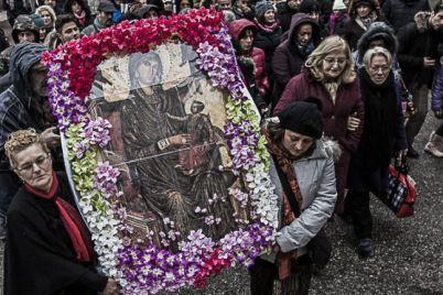 a-Juta-dei-Femminielli-a-Montevergine-per-la-processione-della-Candelora.jpg