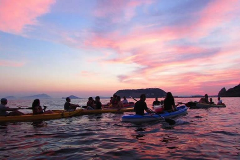 a-posillipo-in-kayak-sotto-la-luna-piena.jpg