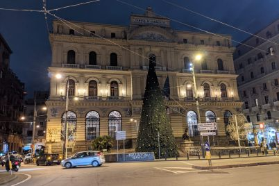 albero-Natale-piazza-Borsa-3.jpg