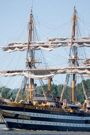 Amerigo Vespucci a Napoli: visite a bordo