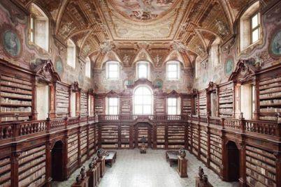 biblioteca-dei-girolamini-napoli.jpg
