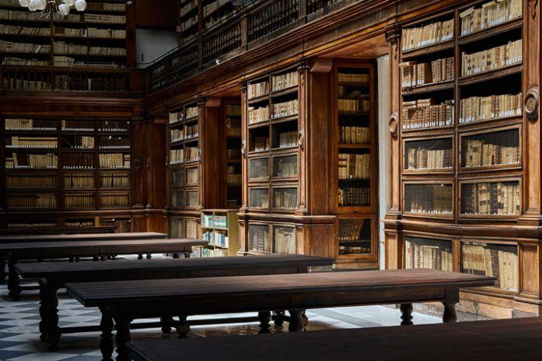 biblioteca-universitaria-di-napoli.jpg