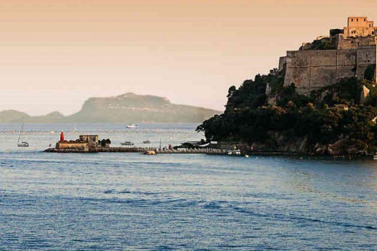 castello-di-baia-1.jpg