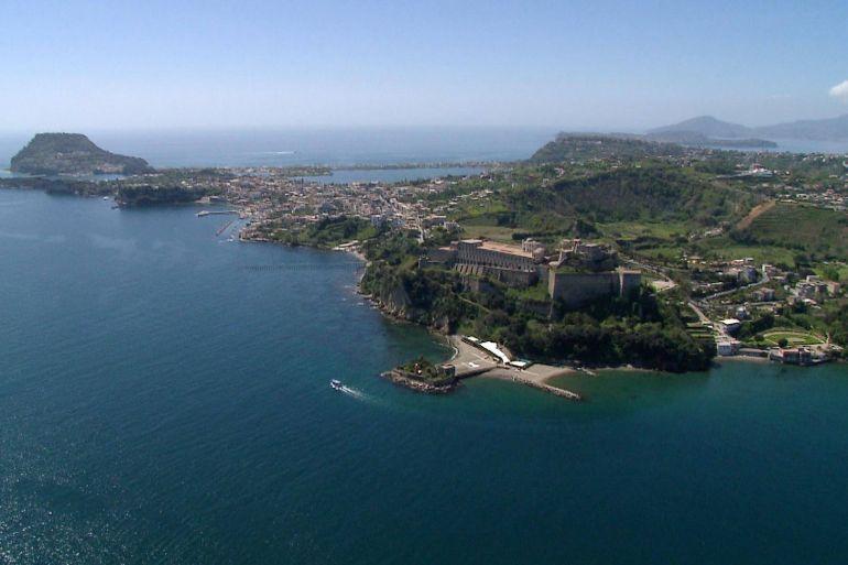 castello-di-baia-3.jpg