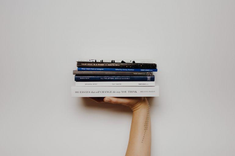 libri-a-casa-consegna-a-domicilio.jpeg