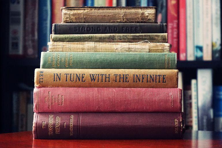 libri-impilati.jpg