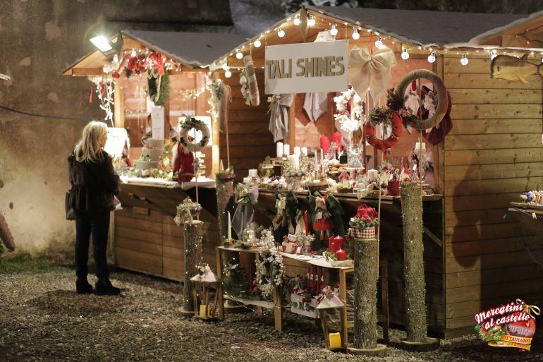 mercatini-di-natale-al-castello-ottaviano.jpg