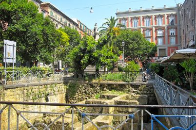 mura-greche-piazza-bellini.jpg