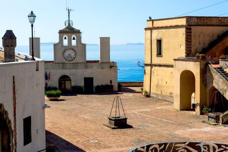 piazza-armi-castel-sant-elmo-napoli.jpg