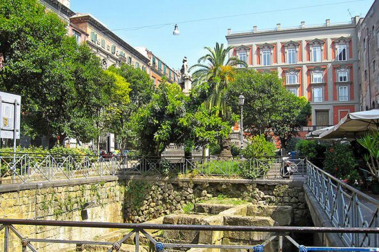 piazza-bellini-mura-greche.jpg