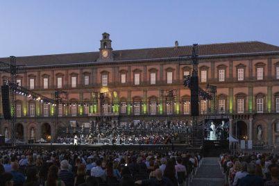 piazza-plebiscito-teatro-san-carlo.jpeg